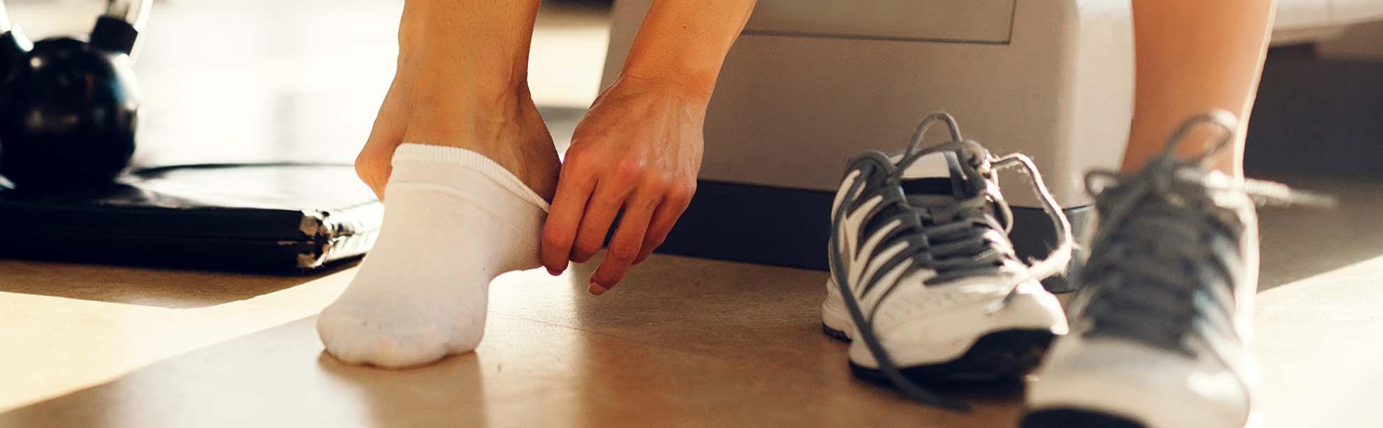 tar på strumpa på gymmet